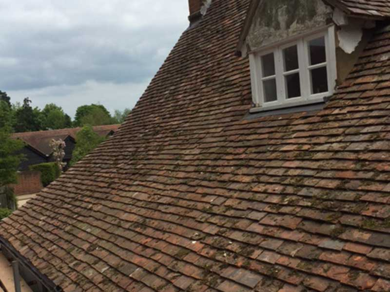 New roof using reclaimed tiles in knebworth