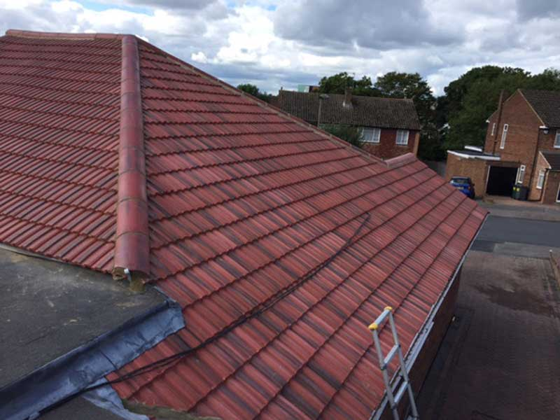 New tilied roof barnet